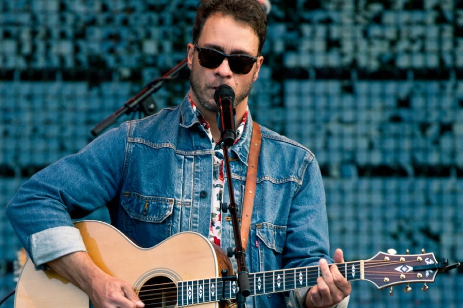 Amos Lee Finds Mighty Inspiration On His New Album